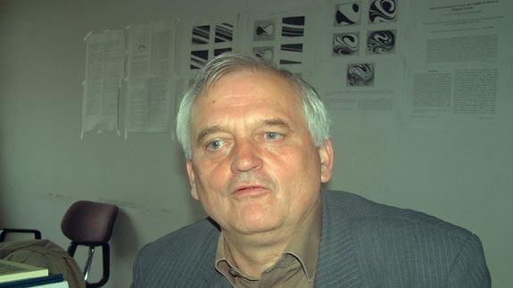 "Akademik Vladimir Paar - Zastarjela je teza o ""naprednoj"" znanosti i ""nazadnoj"" vjeri"