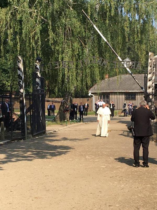 29. sripnja 2016. - Papa mladima: Okrutnost nije završila u Auschwitzu