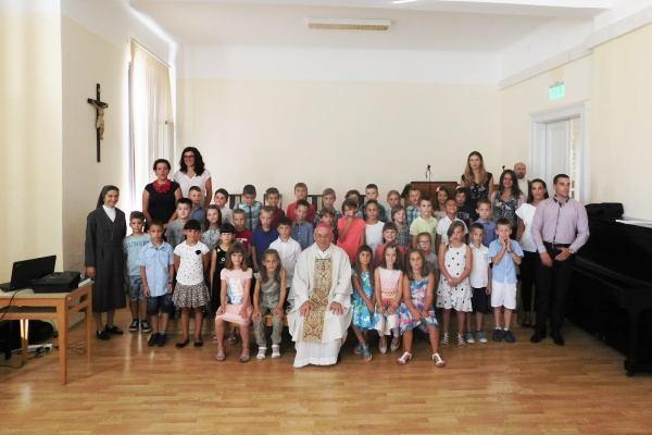 40 prvašića Katoličke osnovne škole prvi put sijelo u školske klupe