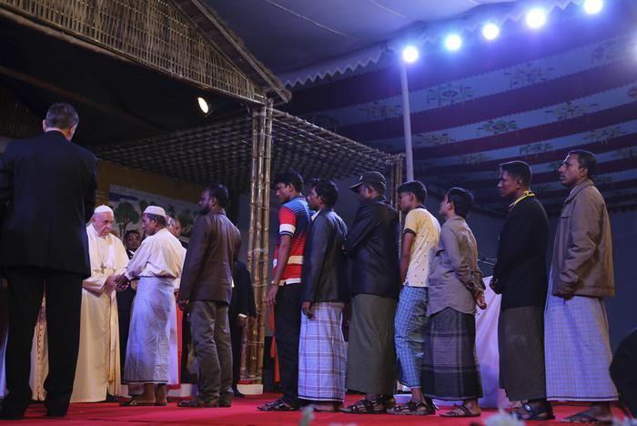 1. prosinca 2017. - Papa u Dhaki zaredio 16 svećenika