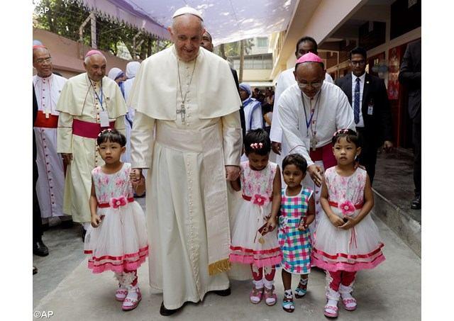 2. prosinca 2017. - Dhaka - Papa mladima Bangladeša: Učite prihvaćati one koji misle drugačije