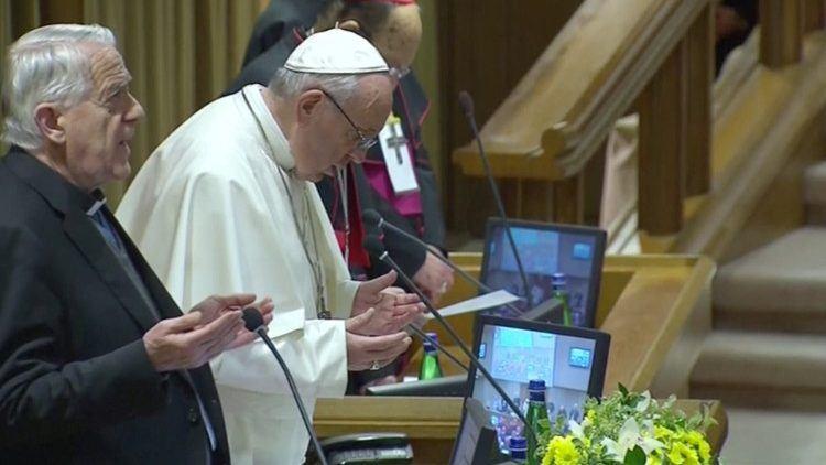 23. veljače 2019. - 'Mea culpa', papa Franje pokušava razotkriti grijehe 'crne crkve'.