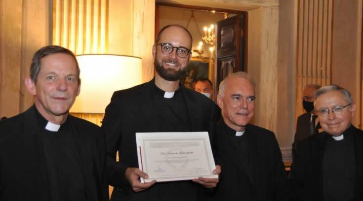Hrvatski svećenik Petar Popović primio prestižnu nagradu