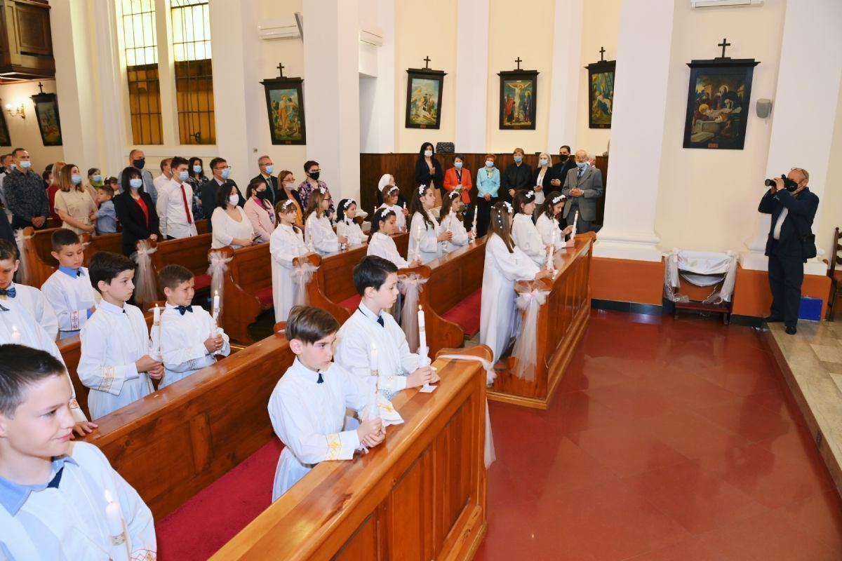 Svečano proslavljen sakrament Prve svete Pričesti